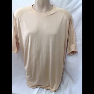 Men's size 2XL UNDER ARMOUR loose fitting t-shirt